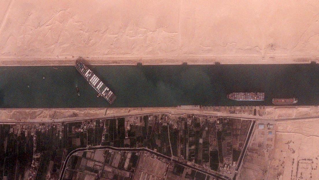 Cómo el enorme carguero varado en el Canal de Suez podría afectar la cadena de suministro global y los precios de gas y petróleo