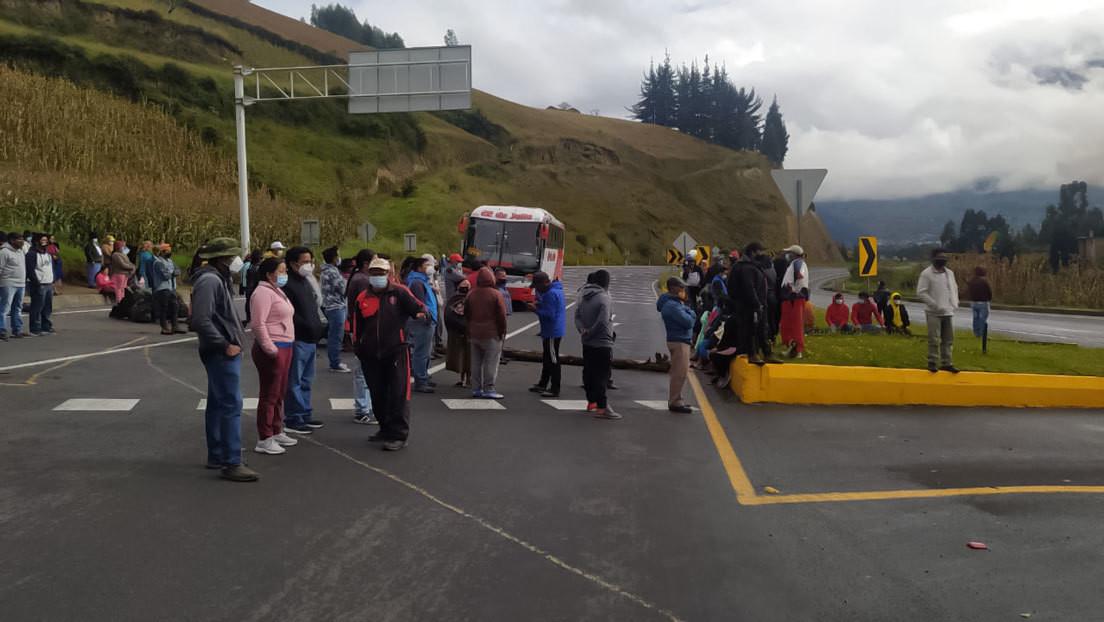 Indígenas y campesinos realizan la primera protesta contra Lasso en Ecuador para pedir que derogue decretos que causaron el alza de los combustibles